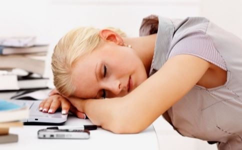 办公室 一男一女 睡觉 图