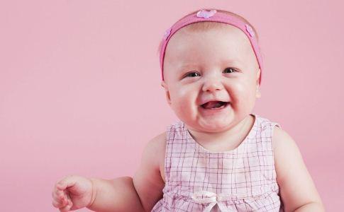 季节 冬季 婴儿 奶癣 皮肤病 湿疹