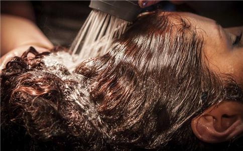 洗头 科学洗头 洗头健康宝典 怎样洗头才健康 吹发
