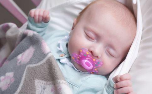牙齿护理 宝宝牙齿 宝宝长牙齿 宝宝牙齿有白斑