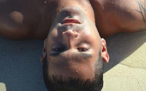 冬季男性保养皮肤 男性皮肤保养 护肤 冬季如何保养皮肤