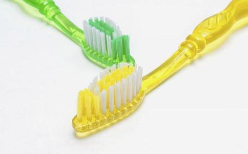 大人用儿童牙刷 儿童牙刷 口腔疾病 如何选牙刷 如何选牙膏