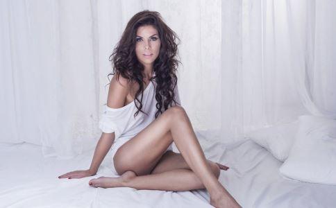性发育 女性性发育 女性阴毛 检查腋毛 乳房发育