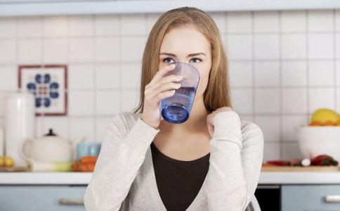 喝水 疾病 7种疾病 疾病治疗 喝水的好处 多喝水 喝水好处