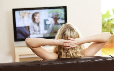 青光眼 青光眼看电视 眼睛 青光眼患者 青光眼患者 看电视时关灯