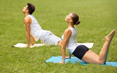 双人促性的瑜伽保健操(2)_周会瑜伽_v瑜伽_99健康网形体课件主题图片
