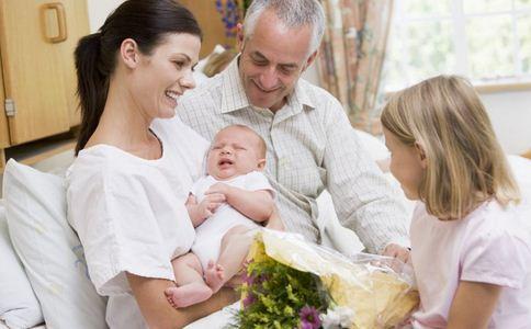 母乳喂养 母乳 宝宝 母乳好处 母乳优点 宝宝吃奶