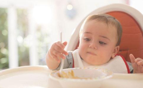 宝宝吃辅食 不愿吃辅食 宝宝咀嚼
