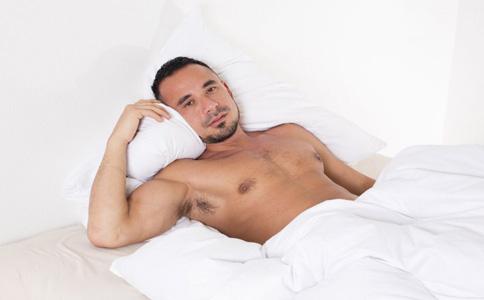 男人裸睡好处 裸睡健康 床上功夫 男性性功能