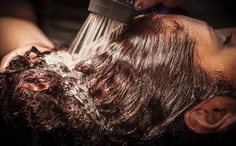 来月经能不能洗头_女人来月经能洗头吗?_月经不调_妇科_99健康网