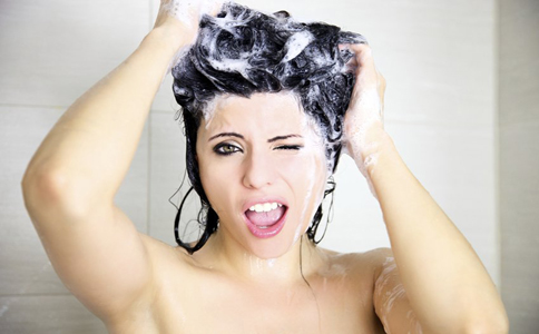 来例假能洗头吗 来例假可以洗头吗 例假洗头会致癌吗 例假可以洗头吗