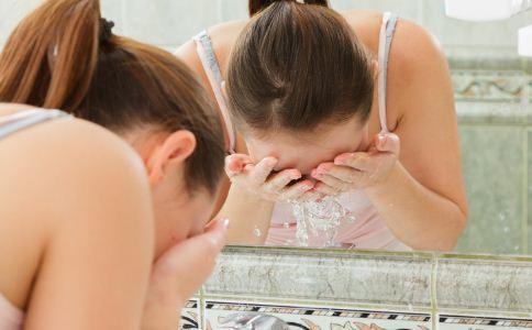 如何选择正确的洗面奶 哪些洗面奶对肌肤不好 哪些洗面奶伤害肌肤 油性皮肤选什么洗面奶