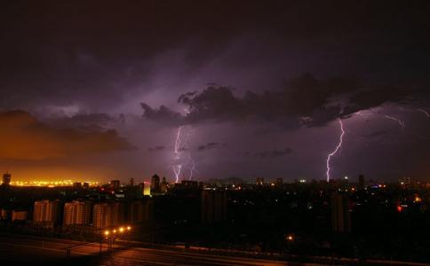 雷击 生活指导 雷雨天如何防雷击 防雷击怎么做