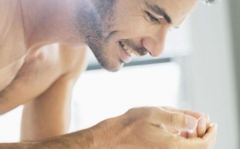 男士油性皮肤的护理方法