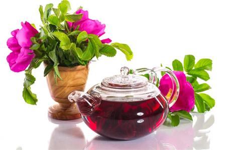 秋季情绪性失眠怎么办 饮玫瑰花茶的好处 玫瑰花茶的保健功效