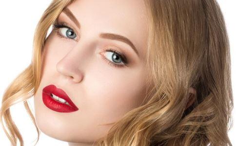 俄硅胶世界丰唇少女最厚嘴唇变长发杰西卡编发女生兔子图片