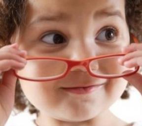 容易得近视眼的4类儿童