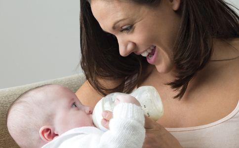 为什么宝宝老是呛奶呢