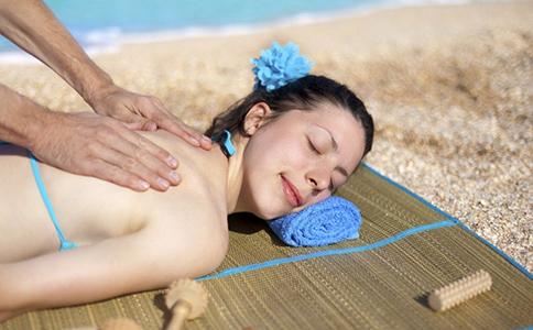 皮肤晒伤后怎么办 皮肤晒红了怎么处理 夏季皮肤晒伤的处理