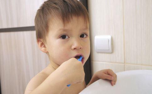 孩子的牙膏怎么选 给孩子选牙膏要注意什么 如何选孩子的牙膏