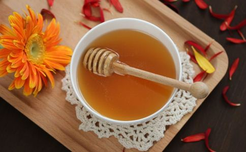 蜂蜜水可以解酒吗 蜂蜜的功效与作用 吃蜂蜜的好处