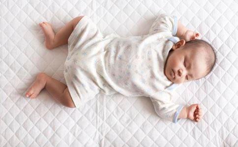 给新生儿洗澡注意事项 怎样给宝宝洗澡 怎样给新生婴儿洗澡