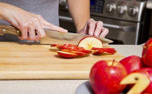 红酒炖苹果的功效 红酒炖苹果功效 红酒炖苹果