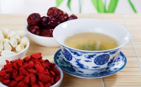 红枣泡水喝的功效_茶水_饮食_99健康网