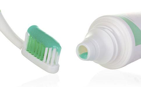 牙膏选择 有哪些常见的牙膏类型 选择牙膏有哪些注意事项