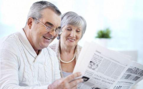 老年人口气_为什么老人会有口臭和老人味