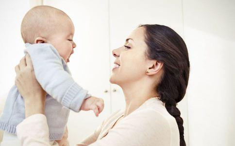 适合0-30天新生儿的早教游戏_宝宝成长_育儿