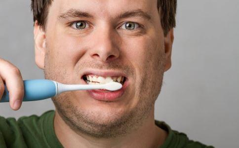 老人刷牙什么牙刷 老人刷牙的注意 老人刷牙用什么牙刷