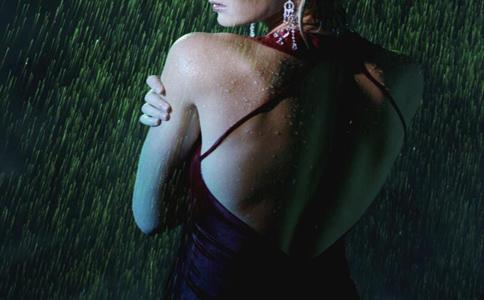 背部吸脂 背部吸脂手术后的注意 背部吸脂的副作用