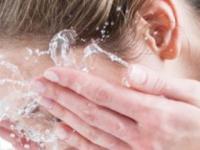 洗脸水中加食醋可防黄褐斑