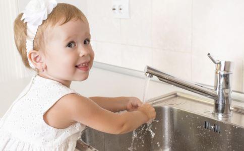 宝宝做家务的好处 宝宝做家务应该给钱吗 宝宝做家务给钱好吗