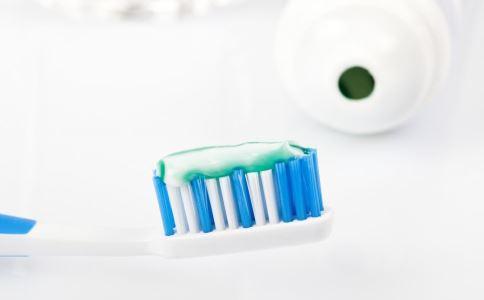 牙齿美白 美白牙膏有用吗 美白牙齿的方法