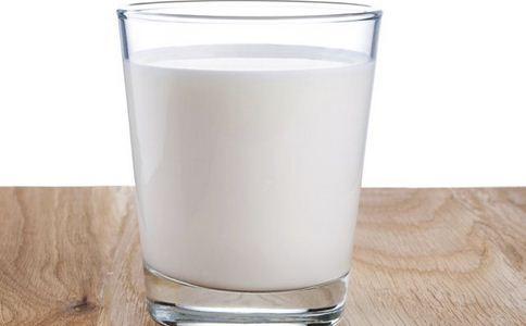 酸奶与牛奶哪个更营养 酸奶好还是牛奶好 酸奶与牛奶