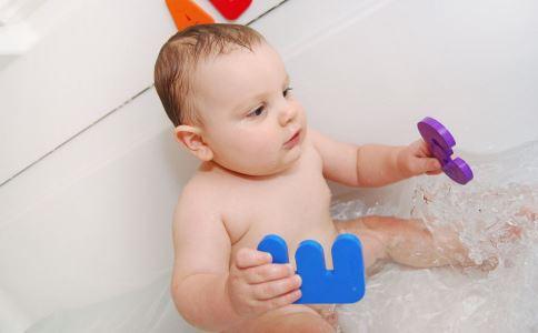 宝宝什么时候刷牙 什么时候给宝宝刷牙 宝宝几岁开始刷牙