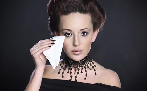 护肤细节别忽视化妆棉也可伤肌肤 关注护肤细节别忽视化妆棉也可伤肌肤 重视护肤细节别忽视化妆棉也可伤肌肤