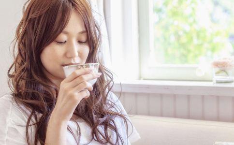 女性养生 女性喝水养生有什么健康原则 喝水有什么注意事项