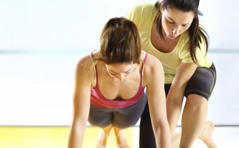 倒走健身 日常生活中怎么进行倒走健身方法 倒走健身有哪些注意事项