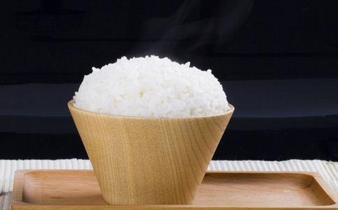 用凉水淘米煮饭好吗 凉水淘米好吗 淘米水的妙用