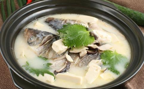 冬瓜草鱼豆腐煲 冬瓜草鱼豆腐煲的做法 做冬瓜草鱼豆腐煲的方法
