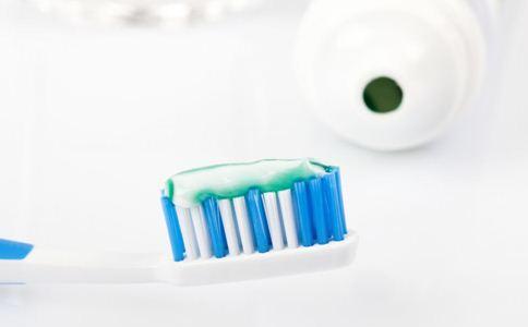 如何选择牙膏 如何选择好的牙膏 怎么选择牙膏