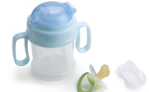 温奶技巧 怎样温奶 温奶的方法 隔水烫热法
