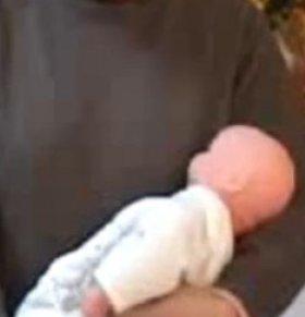 如何给BB喂奶 如何给宝宝喂奶 给宝宝喂奶姿势