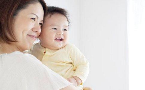 怎样给人工喂养的宝宝选择奶粉 如何辨别真假奶粉 如何选购奶粉