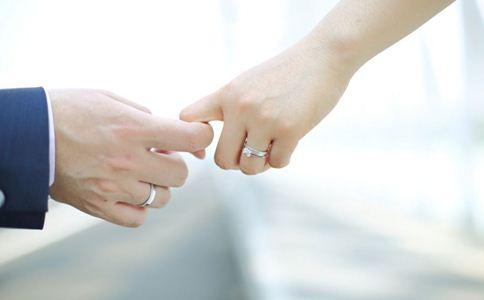 戴戒指有什么含义 戴戒指的含义 男人戴戒指的含义