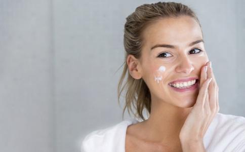 如何正确洗脸 洗脸护肤的注意 怎么洗脸才能护肤