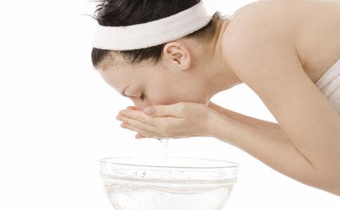 正确的洗脸方法 如何洗脸才正确 如何洗脸才能护肤